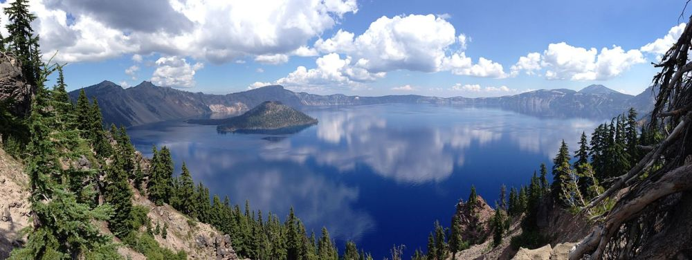 1280px-Crater_Lake_Panorama,_Aug_2013